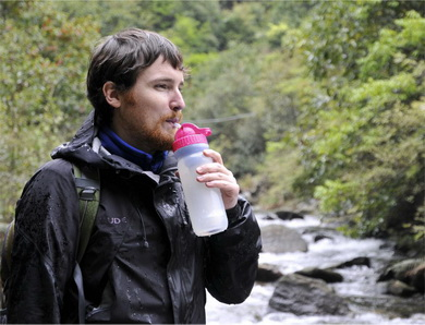 康米尔Diercon军用滤水壶挤压瓶体饮水图
